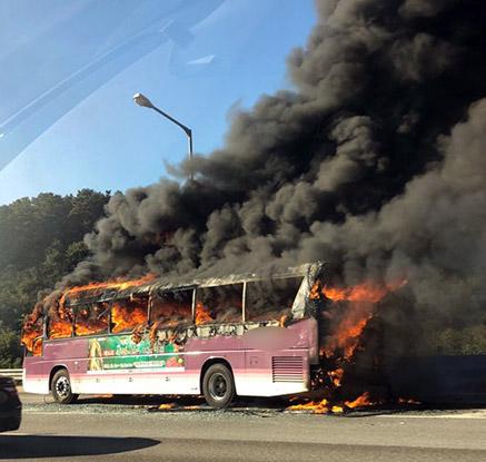 귀경길 고속도로서 버스 화재…인명피해 없어