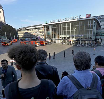 독일 쾰른 중앙역서 여성 붙잡고 ′인질극′