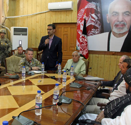 아프간 美사령관 참석 회의서 총격…사령관 무사·3명 사망