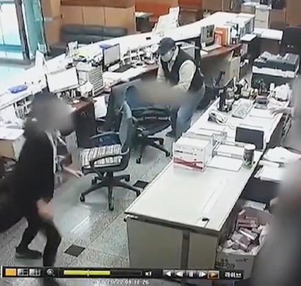경주 새마을금고 강도사건 CCTV