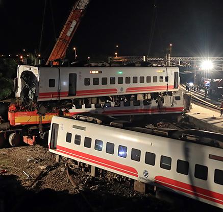 대만서 최악의 열차 사고…22명 사망·171명 부상