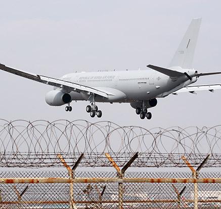 국내 도착한 공군 사상 첫 공중급유기