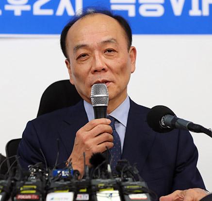 '조강특위 위원 해촉된 전원책, 작심 기자회견'