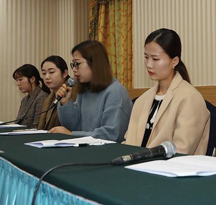 기자회견하는 컬링 전 여자대표팀 '팀킴'