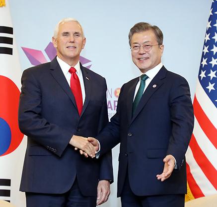 문 대통령, 펜스 미 부통령과 싱가포르에서 면담