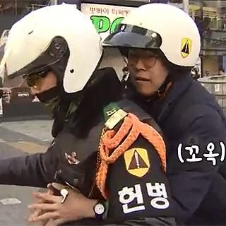 """[영상] """"얼른 타!"""" 지각위기 수험생 구한 거리의 영웅들"""
