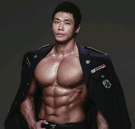 몸짱 경찰관 달력 공개