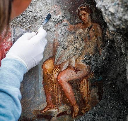 폼페이서 2천 년 전 '관능 왕비' 벽화 발굴