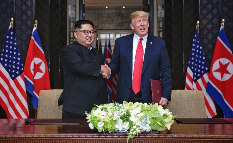 '역사적 합의' 트럼프·김정은, 북미정상회담 공동합의문에 서명