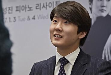 뉴욕 카네기홀 데뷔하는 조성진…표 구매는 '하늘에 별따기'