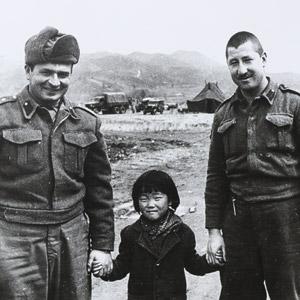 전쟁영웅과 고아소녀