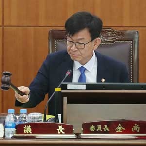 첫 회의 주재하는 김상조 공정거래위원장