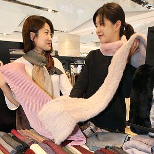 현대백화점에서 머플러 저렴하게 장만하세요~!