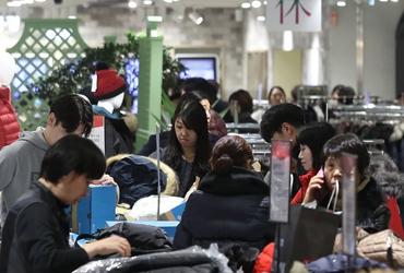 일자리·노후불안 탓…10년간 가계소비, 성장률에 크게 뒤처져