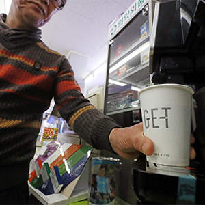 물가 고공행진에 편의점 커피 인기 상승