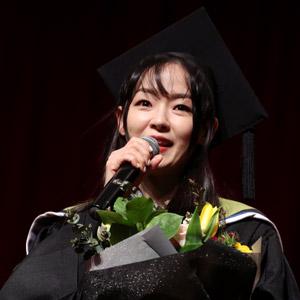 20년 만에 모교 찾은 김윤아