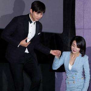 옥택연-김윤진, 연하남의 에스코트