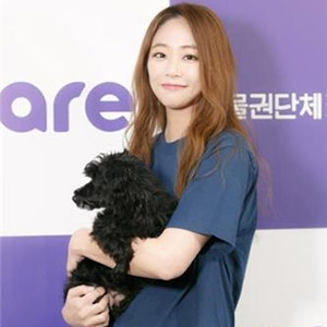 배우 김효진, 동물단체에 화보 수익금 전액 기부