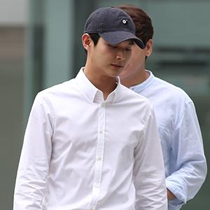 동료 연예인 성추행 혐의, 이서원 첫 공판 출석