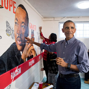 마틴 루서 킹 벽화 그리는 오바마 부부