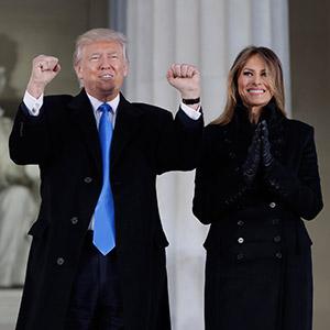 링컨기념관에 등장한 트럼프 당선인 부부