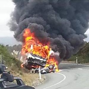 뉴질랜드서 승용차와 충돌한 한국인 단체 관광버스