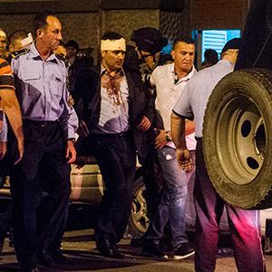 '시위대 난입' 마케도니아 국회서 부상 당한 野대표