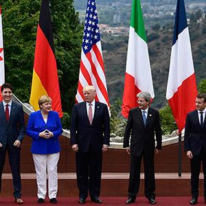 이탈리아서 기념촬영 하는 G7 정상들