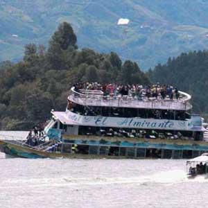 콜롬비아서 150명 태운 유람선 침몰…최소 9명 사망