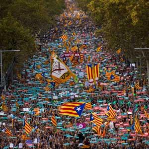 카탈루냐, 자치권 박탈에 45만명 대규모 시위