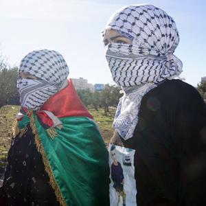 복면한 여성 시위대
