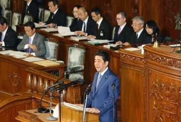 """아베 """"韓, 전략적이익 공유 중요한 이웃"""" 언급안해…의도적 홀대"""