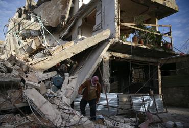 """""""죽을 차례만 기다릴 뿐""""…시리아군, 나흘째 전쟁범죄급 폭격"""