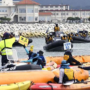 카누·보트 타고 비행장 공사 반대하는 일본 시민단체