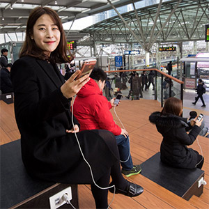 """""""KTX·기차역에서 충전 걱정 마세요"""""""
