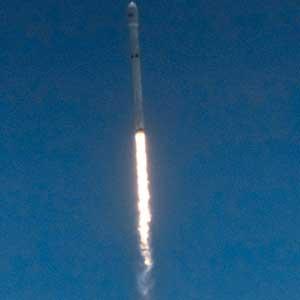스페이스X, 통신위성 10개 발사…로켓 1단계 추진체도 회수