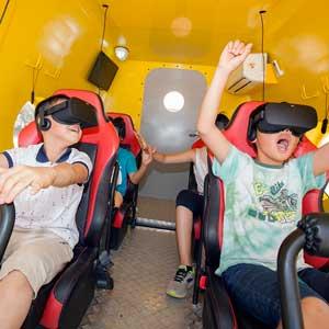SKT '티움 모바일'에서 VR 체험하는 어린이들
