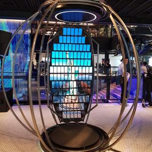 갤럭시S8 112개로 구성된 회전형 스크린 'S8 스피어'