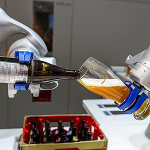 '로봇이 따라주는 맥주맛은?'