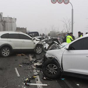 광주서 차량 19대 충돌…1명 숨져