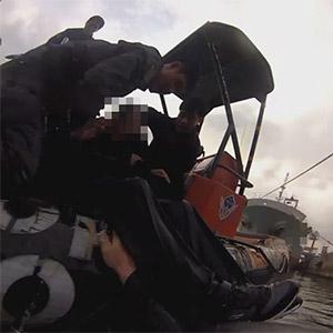 승용차 바다추락 '위험천만'