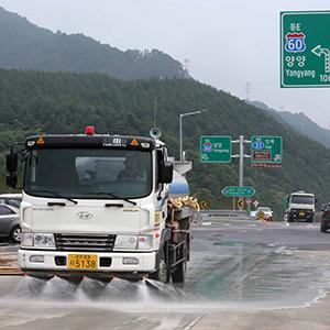 개통 하루 동서고속도로 막바지 작업