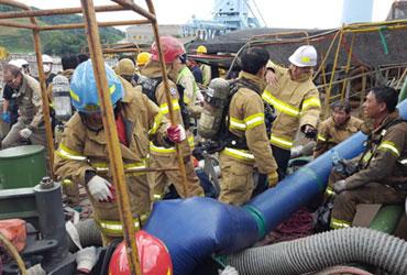 휴일 STX조선 건조중 선박서 폭발…협력업체 작업자 4명 숨져
