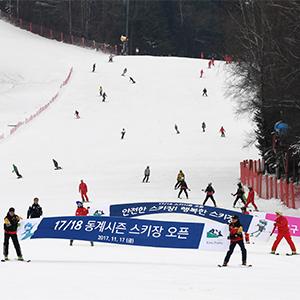 """""""겨울아, 반갑다""""…용평스키장 개장"""