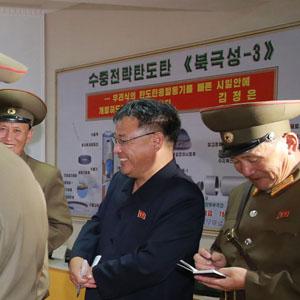 김정은 시찰 사진 등장한 '북극성-3형' 미사일