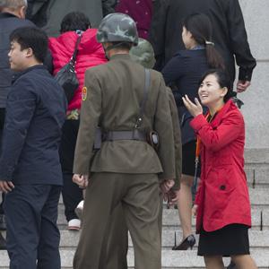 관광객 방문한 북한 판문각