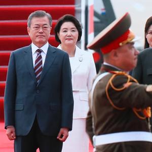 [평양정상회담] 북한 의장대 사열하는 문 대통령