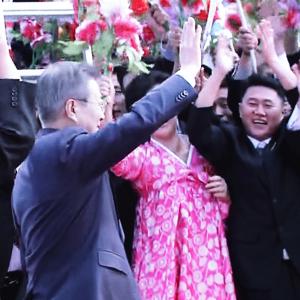 [평양정상회담] 환영인파에 인사하는 문 대통령