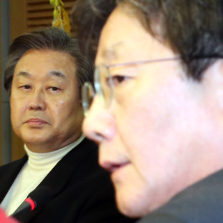 유승민 바라보는 김무성
