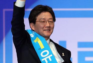 """유승민, 바른정당 대선후보로 선출…""""보수의 희망 되겠다"""""""